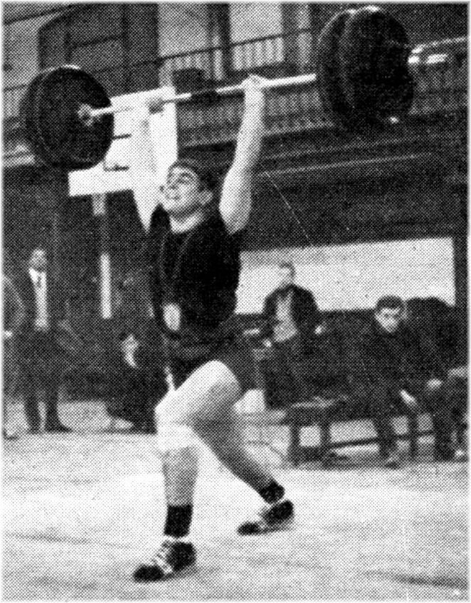Gérard Cazeaux, vainqueur de la catégorie Poids Mi-Lourds Juniors Aux Finales du Prix d'Encouragement 1964