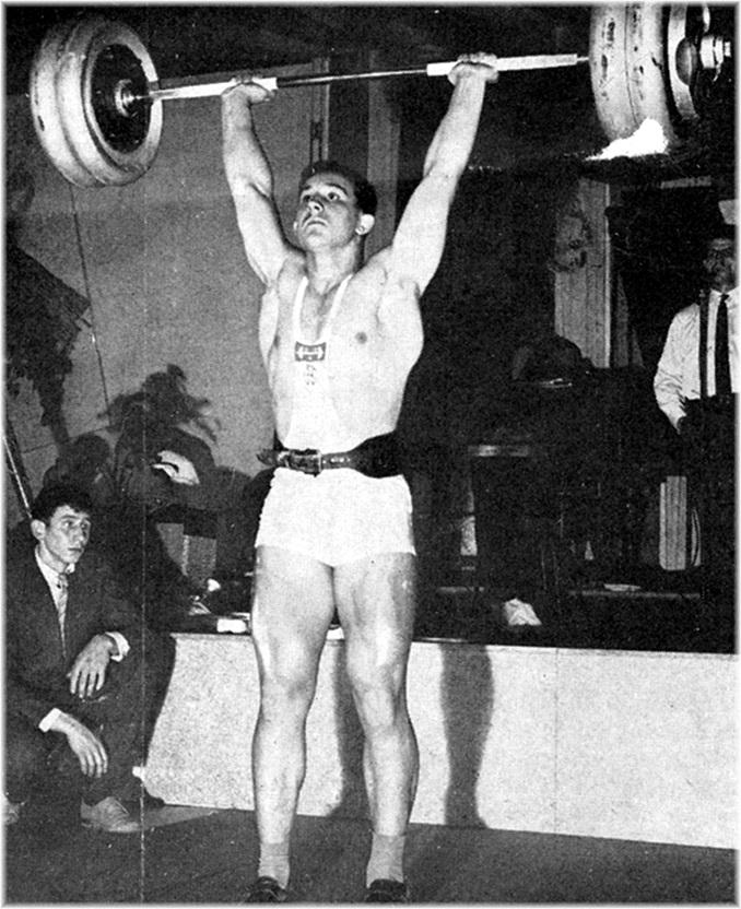 Le Junior Michon, du Club Culturiste de Reims qui, âgé de 16 ans, pratique avec un égal bonheur l'Haltérophilie et l'Athlétisme. Pour ses débuts en compétition officielle, il est vainqueur du Prix d'Encouragement 1962, catégorie Lourds Légers.