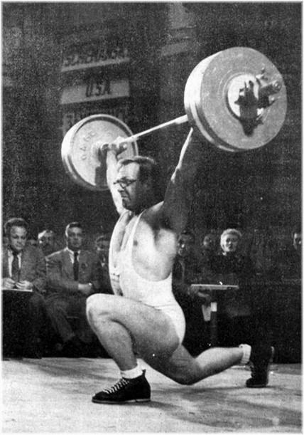 Norbert Schemasky (États-Unis),  Champion du Monde 1954 d'haltérophilie catégorie Poids Lourds, arrache 150 kg