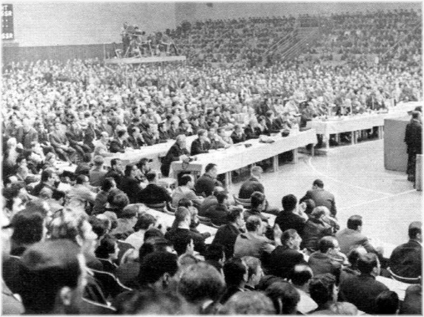 Un nombreux public assistait aux Championnats du Monde 1966 de Berlin-Est, ainsi que le prouve la photo ci-dessus